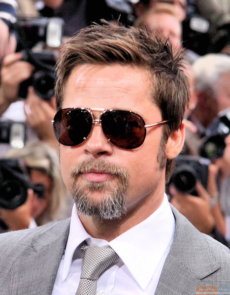 Picture of Brad Pitt to illustrate how to style and comb straight hair for men
