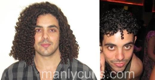 Man with curly hair who uses the no shampoo poo method